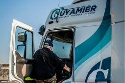 Location de véhicules avec chauffeurs transports Guyamier Groupe Logistique Stockage affretement